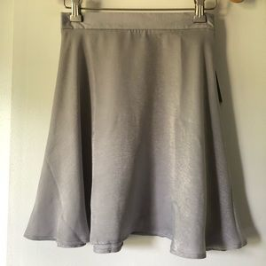 LuLu's silver polyester skater skirt sz XS. NWT!